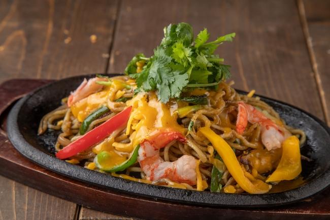 エビと彩り野菜のスパイシーエスニック焼きそば チェダーチーズ