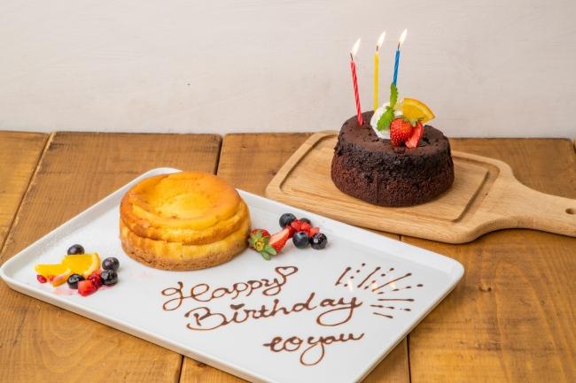 本格的な味わいのケーキと付属のチョコペンでカフェの記念日プレートをつくれます!