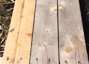 1年間屋外で使用した木材写真 左:液体ガラス加工を施したもの 中・右:無処理