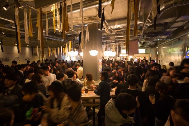 マツコ会議で話題のスイッチバー梅田茶屋町店! 250名収容の大型スタンディングバー。  そしてこのたび、  東京銀座コリドー街にもOPENが決定