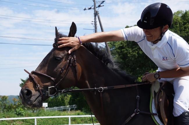 引退馬をリトレーニングする岡山県吉備中央町のNPO法人理事長 西崎純郎