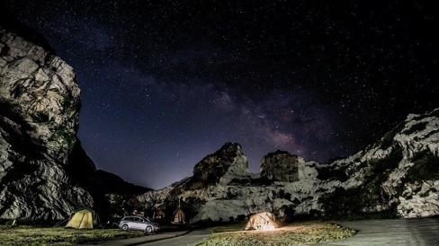 The Caravan in 白亜の石巌(せきがん) 晴天時には満点の星空が望める
