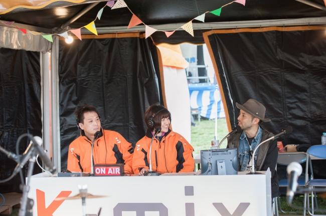 静岡のFM局K-mix。会場内の特設ブースからGO OUT JAMBOREEの特別番組を生放送でお届け。その他、ブース内ではトークショーも行われる。