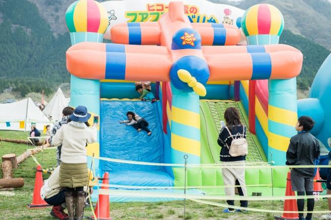 子ども向けワークショップやアクティビティを開催している、子どもの遊び場キッズフィールド。親子で楽しめる遊びが盛り沢山で大人気!