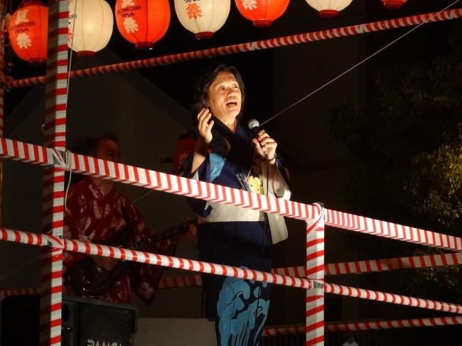 1986年のつかしん夏祭り開催当初からゲスト参加してくれている 河内家菊水丸さん(昨年の様子)