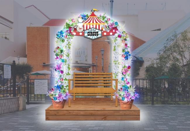 季節ごとに装飾が変わるフォトスポットは、 イルミネーションに合わせてサーカスバージョンに(画像はイメージです)。