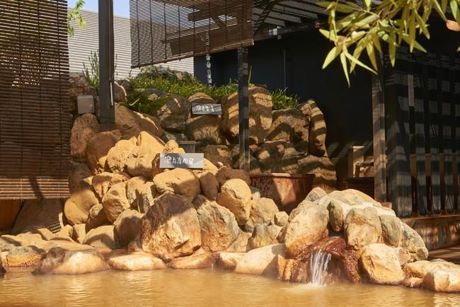 (画像)源泉かけ流しの「源泉岩風呂」および「源泉壺湯」