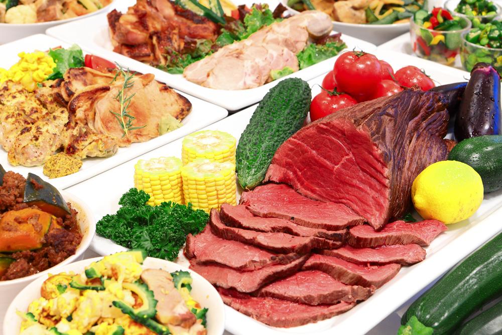 この夏は国産牛のローストビーフを。お肉料理4品と夏野菜の ...