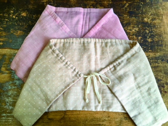 ワークショップで製作予定の真綿を使ったひざ掛け(サンプル)