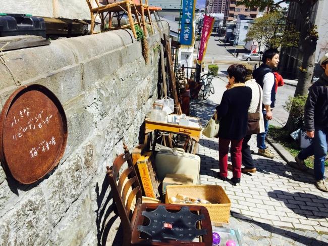 箱バル不動産は、  解体された建物からレスキューした家具などを販売
