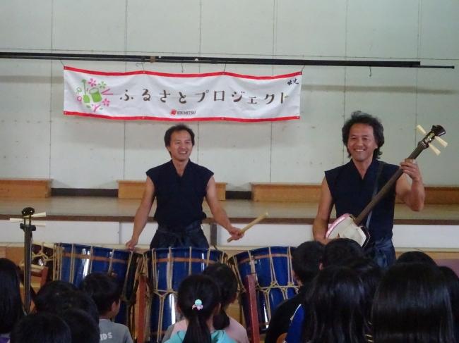 間近で見るAUNによる和楽器演奏