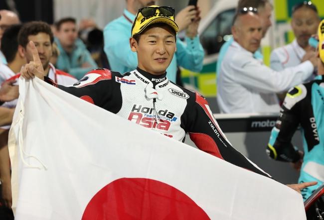 初優勝を喜ぶ鳥羽選手(Moto3クラス)
