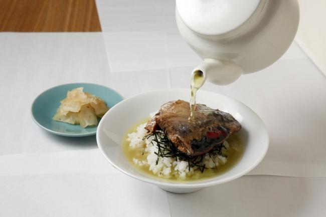 「ぬか炊きイワシのひつまぶし」知覧茶とともに(北九州市・南九州市コラボメニュー)