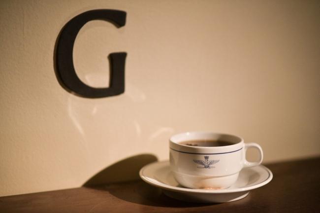 ドリップコーヒーはイタリア空軍の使っていたデッドストックのカップで