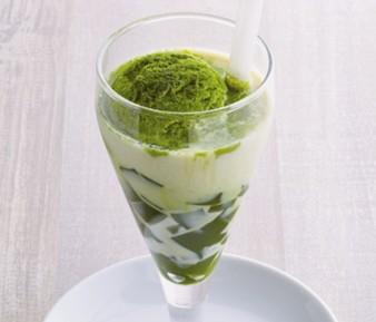 お抹茶豆乳フロート ¥399(税込¥438)