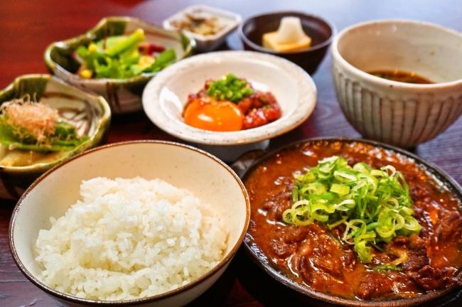 和牛ユッケ&牛スジ煮込み定食・・・1780円