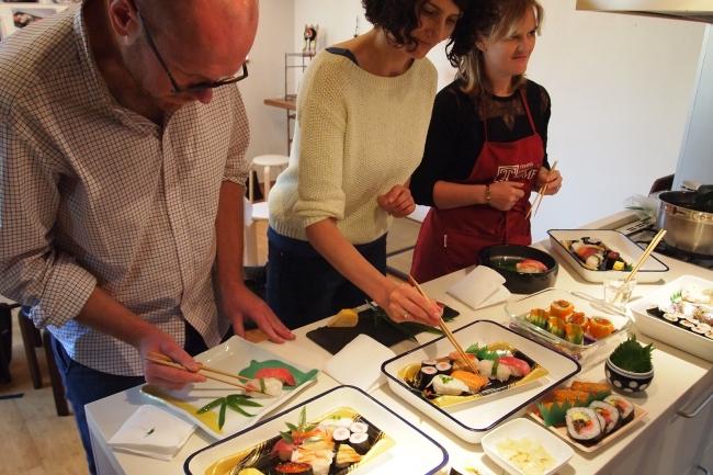 「寿司コース」盛りつけ実習風景