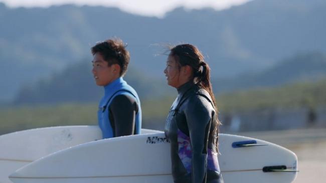 木崎浜の波に夢をのせて兄妹のサーファーは世界を目指す(宮崎県・加藤優典選手、  加藤里菜選手)