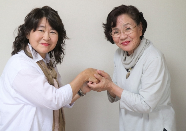 新理事長の城戸(左)と前理事長の秋吉(右)