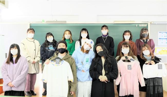 今年度の授業に参加した学生たち (2021年1月 杉野服飾大学にて撮影)