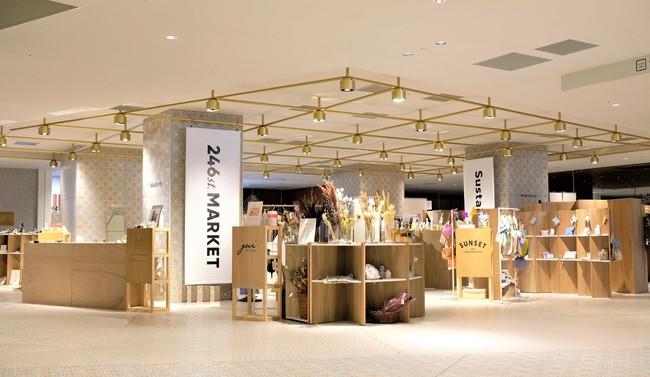 5階の売場。館内のポップアップスペース「NEWoManLab. 」の3箇所で開催。各フロアのコンセプトも加味したテーマで編集。