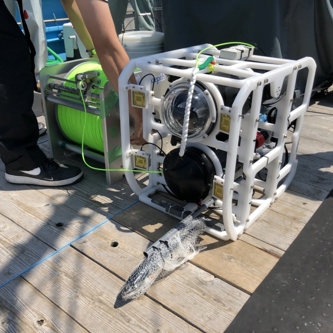 小型水中ドローン「TripodFinder」