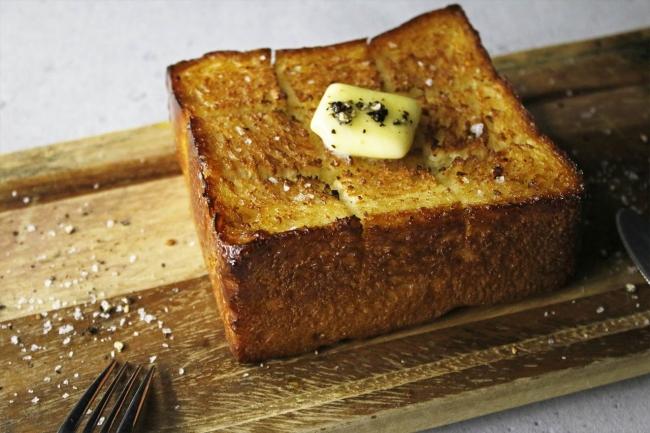 厚切りでトーストして、バターを乗せてリッチな味わいでお楽しみください!