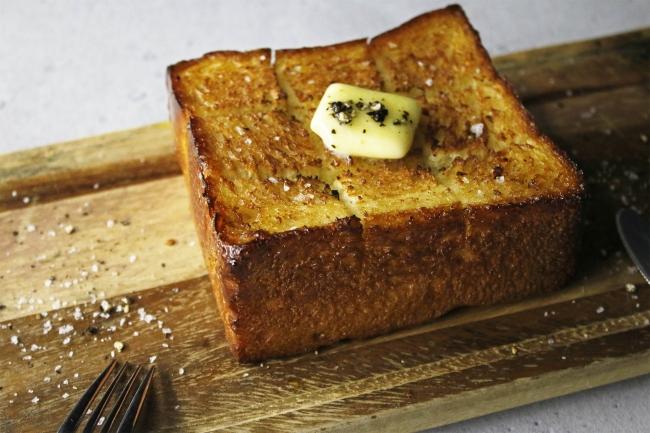 #クロワッサンな食パン カラーズの「基本の食パン」として継続販売です