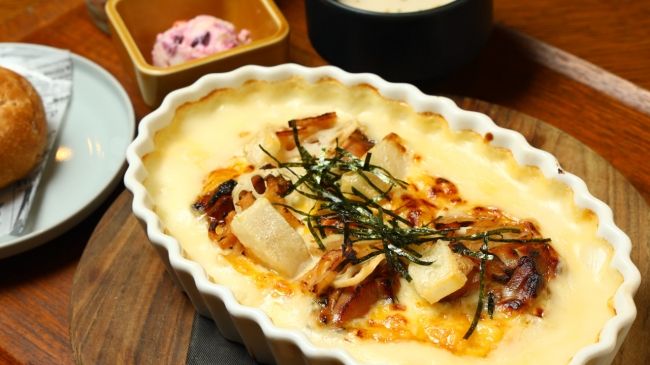 照り焼きチキンとレンコンのキンピラ もちもちチーズペンネグラタン 「窯焼きパスコ 国産小麦のミニブール」セット<11:00から終日ご提供>