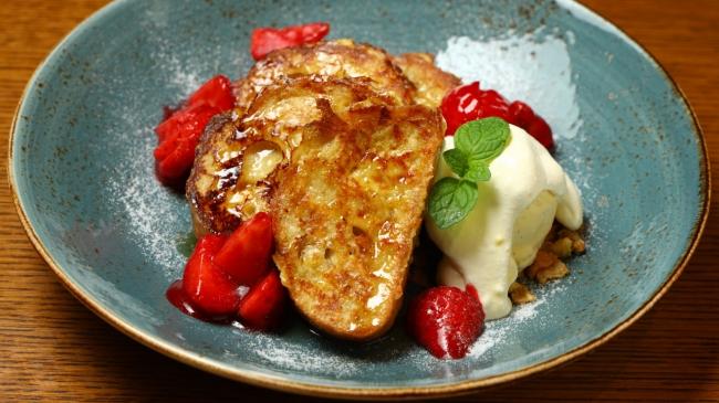 苺のバゲットフレンチトースト「窯焼きパスコ 国産小麦のバゲット」を使って<15:00からご提供>