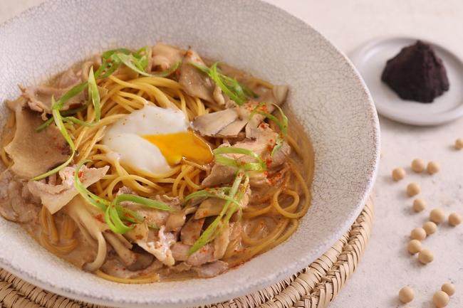 舞茸と豚肉の八丁味噌カルボ 1180円(税抜)