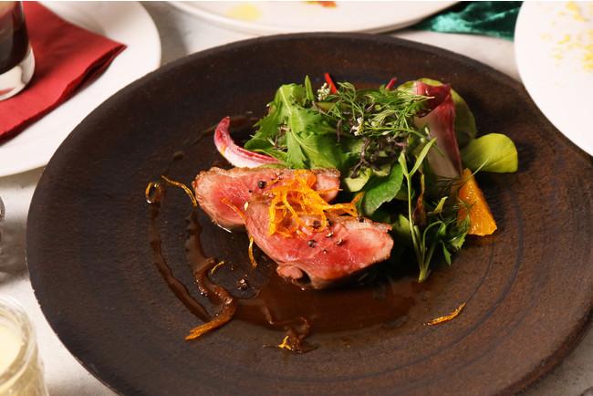 鴨胸肉のロティ 柑橘ソースとハーブサラダ