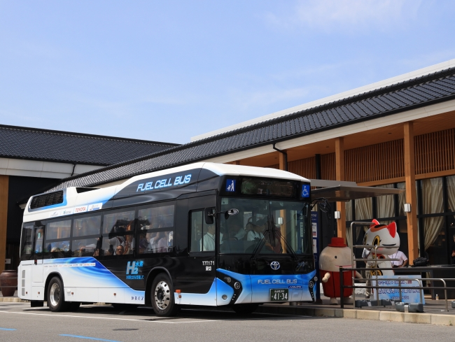 新たに導入された燃料電池バス