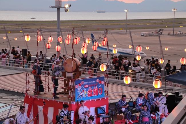 セントレア屋上展望デッキで開催される盆踊り大会