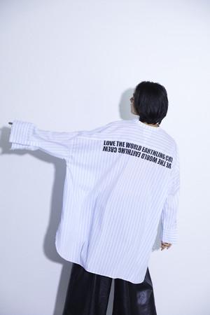 バンドカラービッグシェイプドシャツ¥14,850(税込み)
