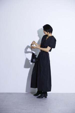 ギャザーデザインロングドレス¥24,200(税込み)