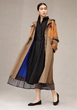裾のメッシュがポイント。ナイロン春コート