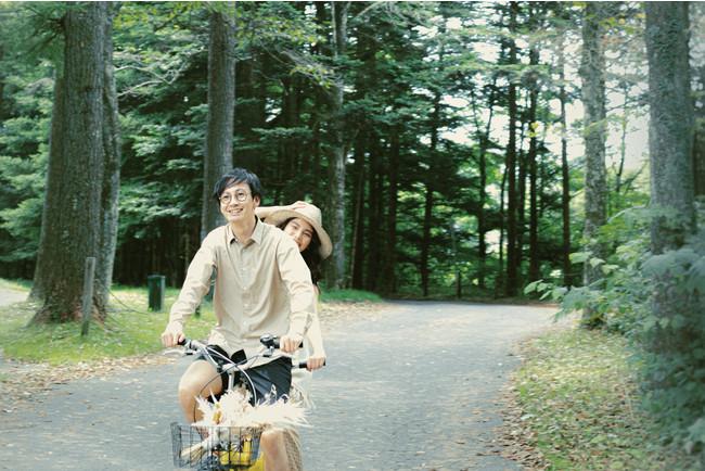 婚約中のふたりの姿を写真に残す 「エンゲージメントフォト」イメージ