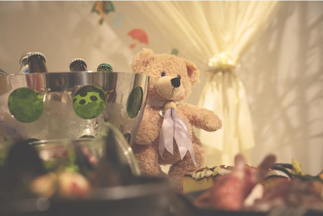ディナーを一緒に楽しむテディベア イメージ(ザ・プリンスギャラリー 東京紀尾井町)