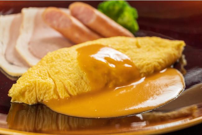 タラバ蟹と十勝産マッシュルームが入ったオムレツ アメリケーヌソース