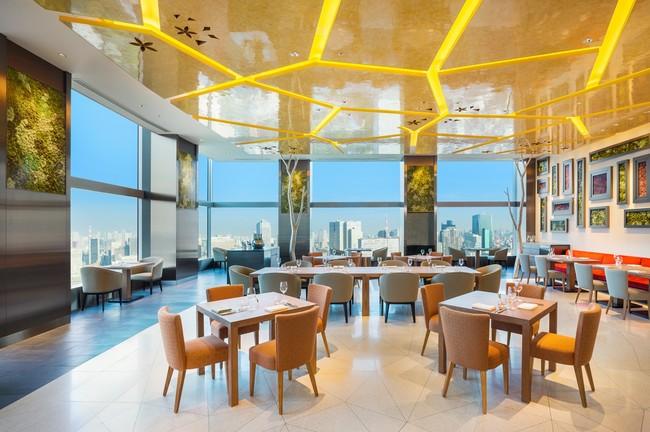 ホテル最上階に位置する All-Day Dining OASIS GARDEN(36階)