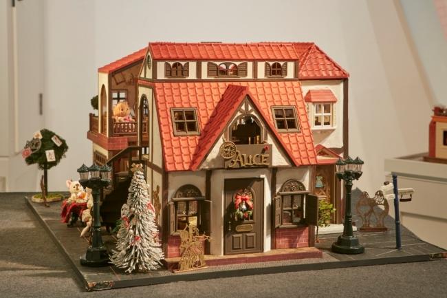 初公開されるアンティークドールハウス イメージ