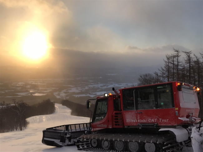 雫石スキー場 雪上車でいくサンライズツアー