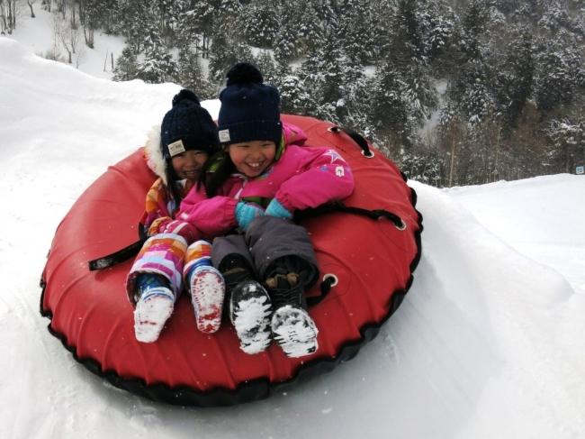 万座温泉スキー場 スノーチュービング体験
