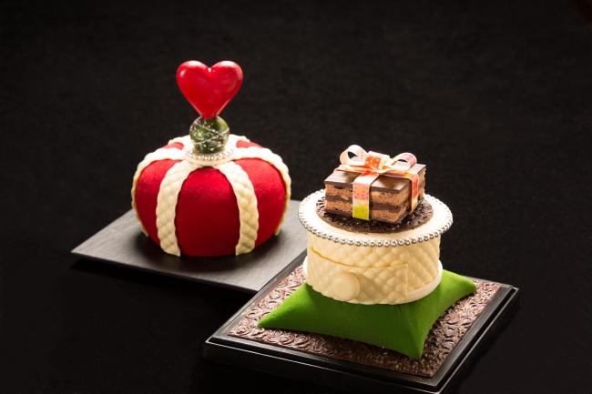 王冠を取りあげるとヘーゼルナッツ生地とコーヒーガナッシュをサンドしたチョコレートケーキがあらわれます