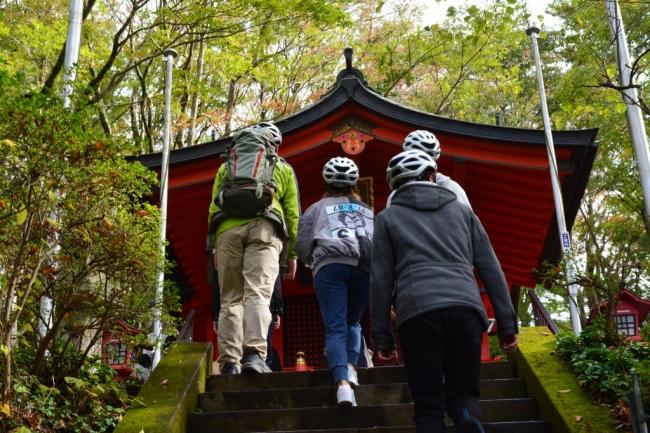 ツアー途中に九頭龍神社を参拝
