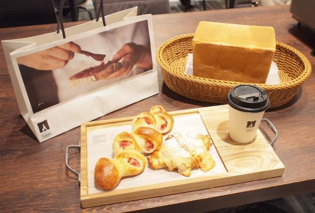お好きなパン2種+高級食パンのお土産付き