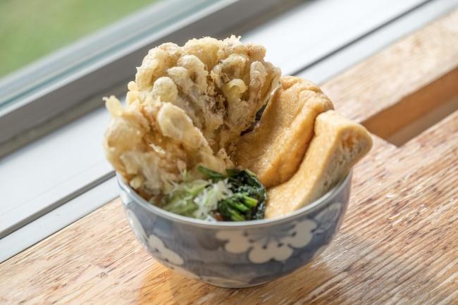 大きな窓から田代高原を見渡せるレストランにて、ランチやティータイムをお楽しみいただけます。