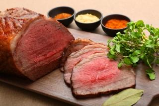 【人気のお肉料理】国産モモ肉のローストビーフ 和風ソース