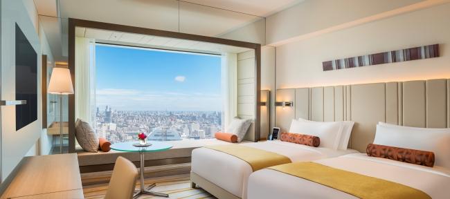 ゆったりとした広さで窓際のデイベッドから高層階の眺めを楽しめるデラックスツイン(イメージ)